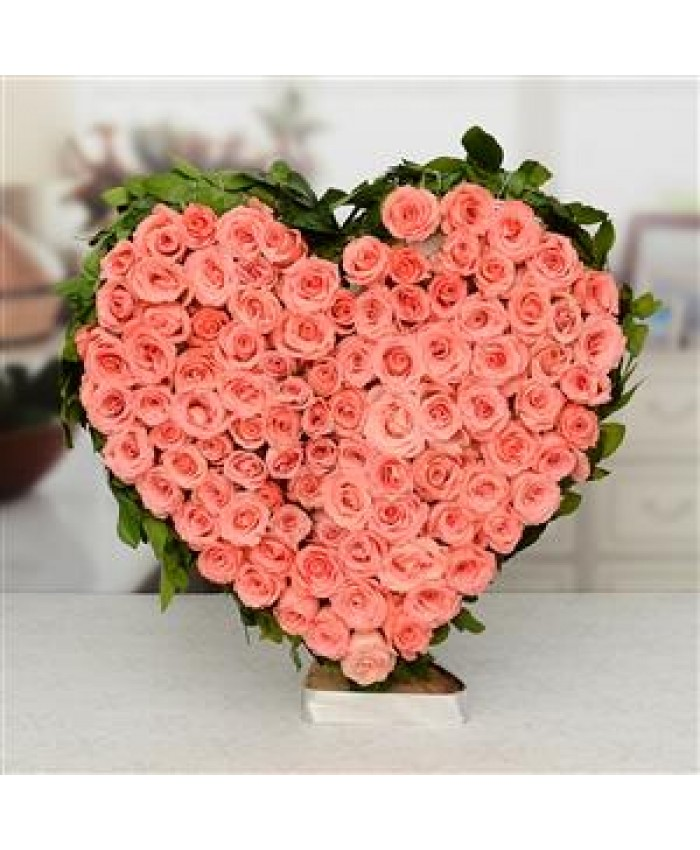 100 pink rose with heart shape