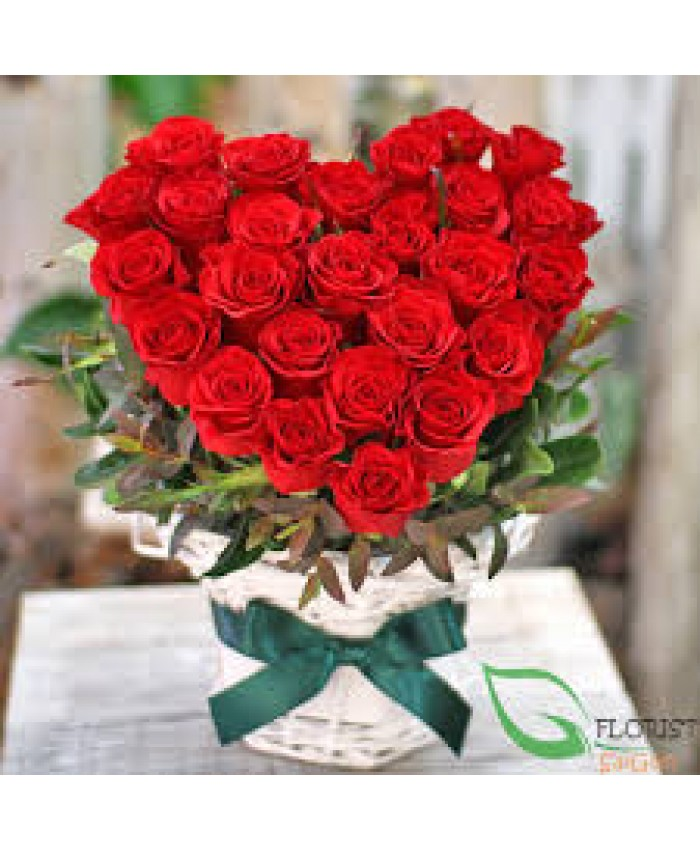 40 Red rose with heart shape