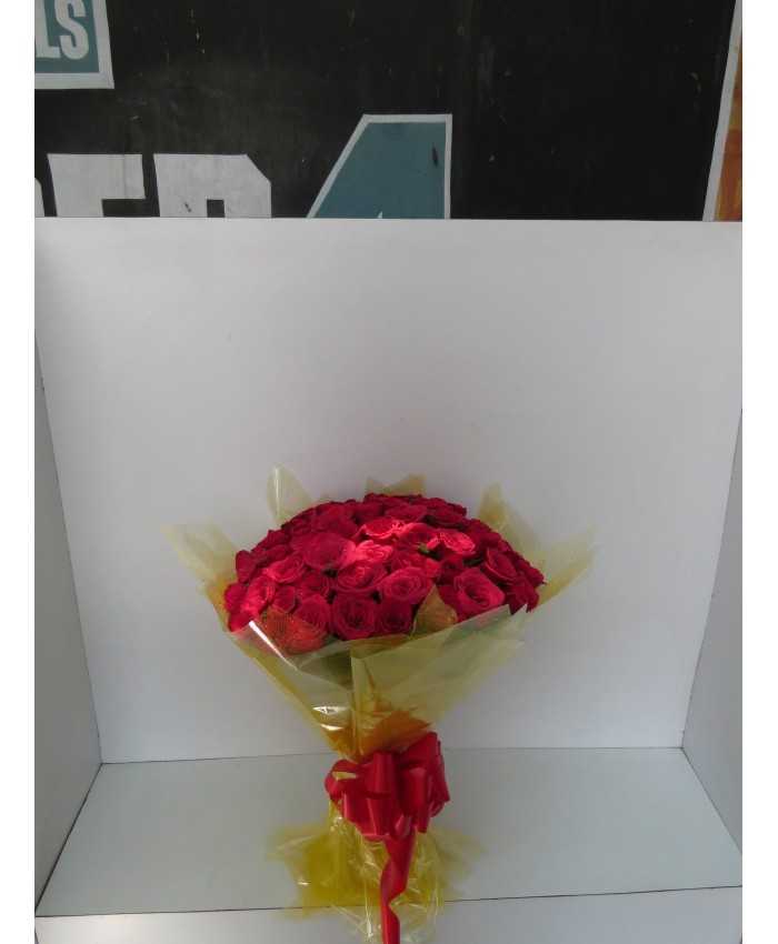 100 Red Color Rose Hand Bunch